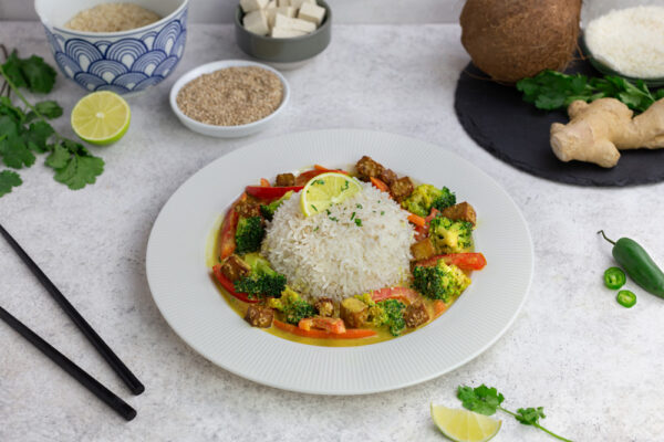 Vegane Kokos-Curry-Tofupfanne