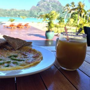 Brakefast with a view #brakefast #polynésie #borabors #boraboraone #happy #thankful…