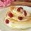 Chia-Pancakes mit Joghurt, Honig & Himbeeren