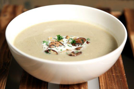 Topinambur Crèmesuppe mit Haselnuss-Champignon Einlage