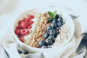 Weekendinspiration super easy proteinbowl with Banana berries hemp seeds walnutshellip