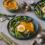 Spargeln auf Süsskartoffelstock mit Ei