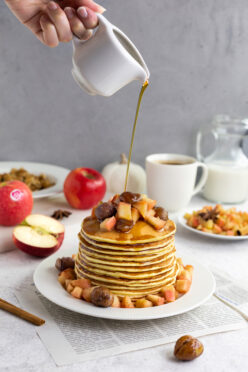 Apfel-Pancakes mit karamellisierten Marroni