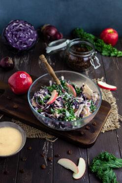 Waldorfsalat mit Rotkohl und Federkohl