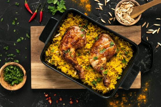 Asiatische Pouletschenkel mit Kurkuma-Mandel-Reis