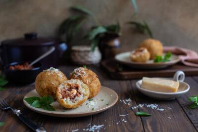 Arancini mit Hackfüllung und Mozzarella